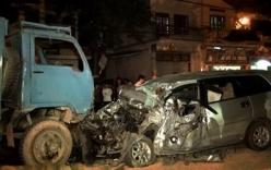 Hai ô tô đối đầu nhau, 3 người trong một gia đình thương vong