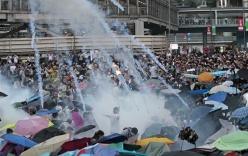 Video cảnh sát Hồng Kông bắt giữ 80 người biểu tình