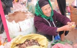 Chợ phiên Đồng Văn: Khách không mua chủ vẫn tươi cười