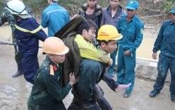 Hình ảnh 12 nạn nhân bị mắc kẹt được đưa ra khỏi hầm