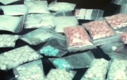 Bắt 2 đối tượng người Lào mua bán 4 bánh heroin và 14.000 viên ma túy tổng hợp
