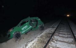 Nghệ An: Tàu hỏa tông taxi văng xa 50 mét đêm Giáng sinh