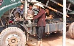 Nữ đại gia Việt: Đi chân trần, xắn quần tới gối