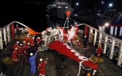 Tìm thấy 5 thi thể hành khách QZ8501 ngập sâu dưới bùn