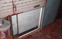 Một gia đình liên tục bị ném bom bẩn vào nhà