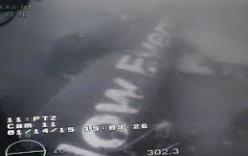 Thân máy bay QZ8501 lại bị rơi xuống biển do đứt cáp