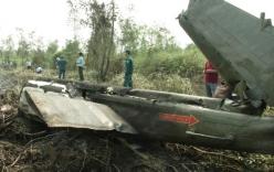 Cận cảnh mãnh vỡ của máy bay quân sự UH1