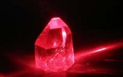 Tỷ phú đầu tiên của đế chế đá đỏ Quỳ Châu: Tiền chất đống, vàng bạc đeo trĩu cổ