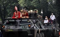 Cận cảnh rước 5.000 cô dâu bằng xe bọc thép ở Indonesia