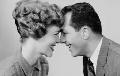 """20 dấu hiệu tâm lý kỳ lạ cho thấy """"ai đó"""" đã yêu bạn"""