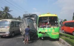 Xe chở hơn 30 hành khách tông xe tải rơi cabin