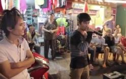 Lệ Rơi, thánh bàn chải và hot boy kẹo kéo hát trên phố gây kẹt xe