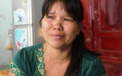 Nữ sinh bị đánh hội đồng: Người mẹ khóc ngất khi xem clip