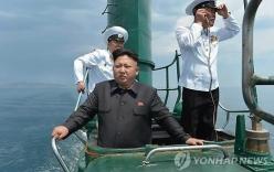 Kim Jong-un lần đầu công khai cùng em gái đi thị sát quân đội ngoài khơi