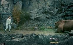 Giây phút kinh hoàng cha lấy thân mình che cho con gái khỏi gấu xám