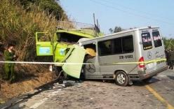 Xe du lịch chở khách Việt bị nạn ở Campuchia, 25 người thương vong