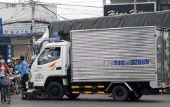 Qua đường, một phụ nữ bị xe tải cán nguy kịch