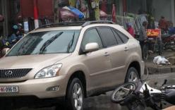 Mở cửa ô tô bất cẩn, một phụ nữ ngã xuống đường chết thảm