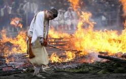 Cận cảnh lễ hội đi chân trần trên lửa ở Nhật