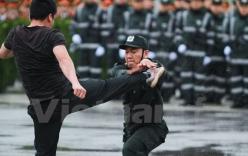 Video: Cảnh sát cơ động biểu diễn võ thuật tay không chống tội phạm