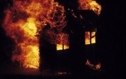 """Bản tin 113 – sáng 27/3: Em út tự đốt nhà để nhà anh trai """"cháy cùng""""…"""