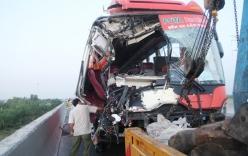 Hiện trường xe khách tông 2 xe tải, 1 người chết, 9 người bị thương