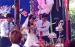 Clip: Cô dâu, chú rể dùng... mã tấu cắt bánh gato trong đám cưới
