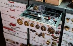 Thợ xây thành tỉ phú sau khi mua đống phế liệu toàn đồ cổ