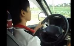 Clip nam sinh lớp 11 nghênh ngang lái ô tô khắp làng, bấm còi inh ỏi
