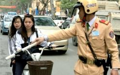 Từ ngày 6 - 10/4: Xử phạt học sinh không đội mũ bảo hiểm ngay cổng trường