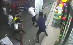 Video: 7 côn đồ cầm mã tấu truy sát 1 thanh niên