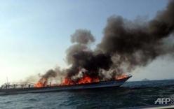 Cháy phà ở Thái Lan, cả trăm người nhảy xuống biển