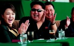 Vợ Kim Jong-un tái xuất rạng rỡ, cùng chồng xem bóng đá
