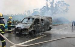 Xe chở tiền bốc cháy, 11 thùng tiền bị thiêu thành tro