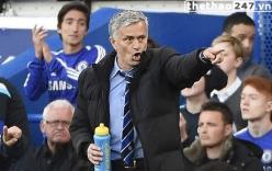 HLV Mourinho phấn khích với chiến thắng trước MU