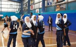 Australia: Hiệu trưởng cấm nữ sinh thi chạy vì sợ ... mất trinh tiết