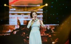 Phạm Thu Hà lay động khán giả với liên khúc nhạc cách mạng
