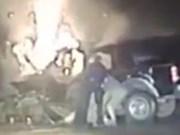 Video: Giải cứu người đàn ông bị mắc kẹt trong ô tô đang bốc cháy
