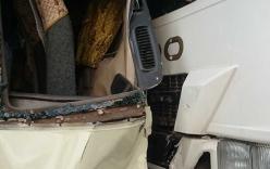 20 người hoảng loạn vì xe khách bị xe rác đâm bẹp dúm