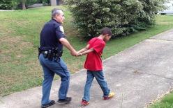"""Bà mẹ """"thiết quân luật"""" nhờ cảnh sát """"trị"""" con trai hỗn láo"""