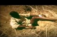 Clip: Bắt trăn bằng chân của dân châu Phi