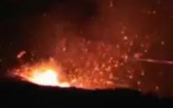 Video: Bất ngờ trước cảnh tượng dòng dung nham núi lửa phun trào