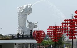 """Giới trẻ phát sốt với """"cầu tàu khóa tình yêu"""" tại Đà Nẵng"""