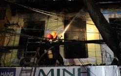 Người thân bất lực nhìn bé 2 tuổi chết kẹt trong đám cháy