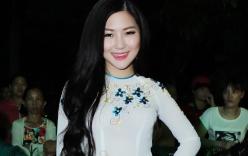 Chán hở, Hương Tràm diện áo dài trắng hát nhạc đỏ