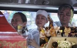 Những hình ảnh không thể quên trong lễ tang Duy Nhân