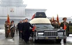 Kim Jong-un đã làm gì nhóm quan chức hộ tống xe tang cha?