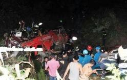 Video: Xe khách lao xuống vực, ít nhất 35 người chết