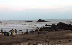 Tìm thấy 3 học sinh tiểu học bị sóng cuốn mất tích