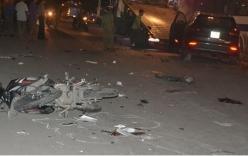 Xế sang đâm liên hoàn cuốn 2 xe máy vào gầm, 2 người tử vong